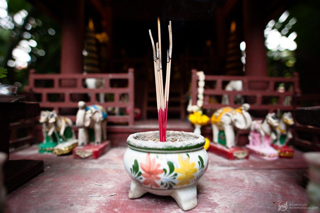 Encens sur une maison aux esprits, maison de Jim Thompson, Bangkok