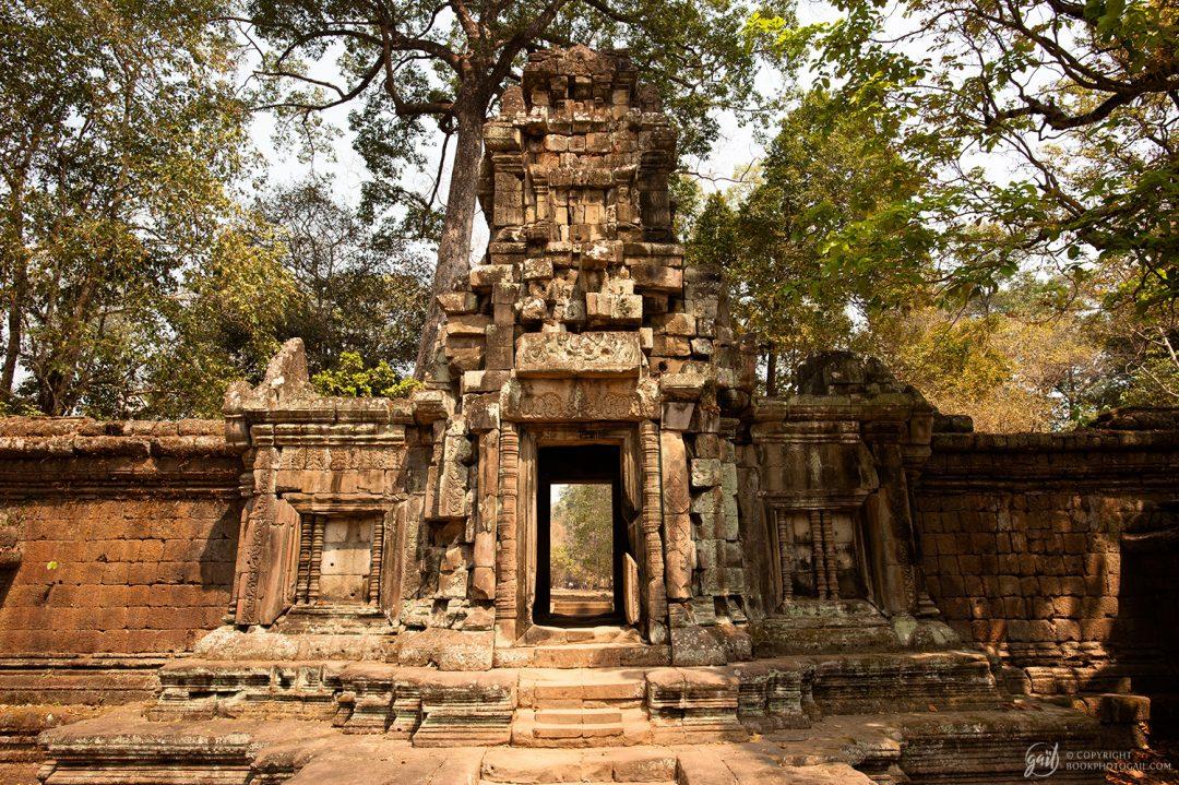 Porte de temple près du Baphuon à Angkor Thom