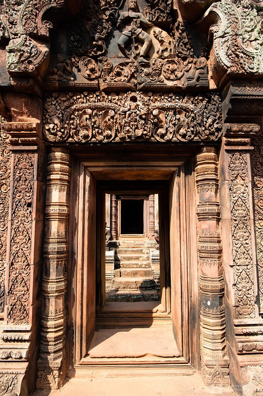 Portes sculptées du temple de Banteay Srei