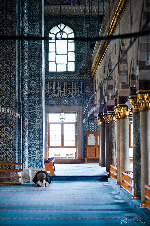 Prière à Yeni Camii, la mosquée neuve