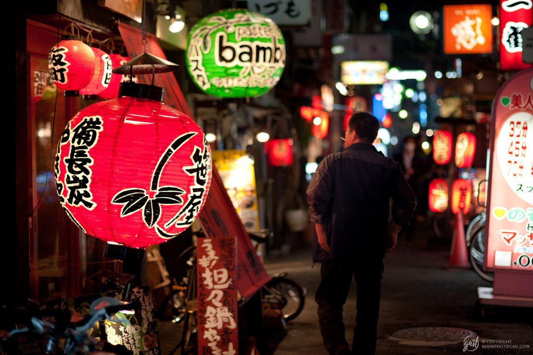 Ruelle la nuit à Osaka