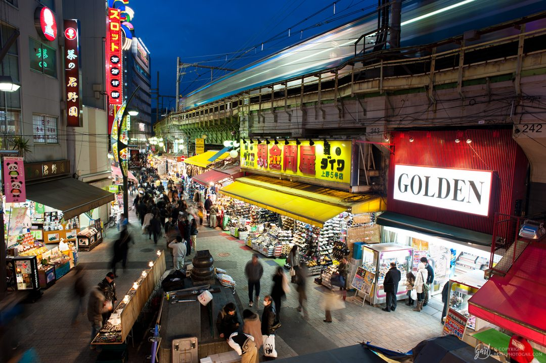 Scène de nuit à Ameyoko Arcade Market, Tokyo