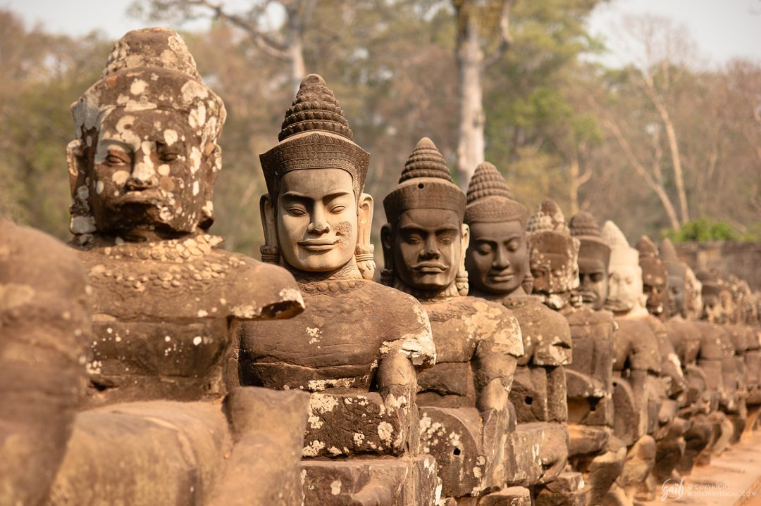 Statues de la porte sud du temple d'Angkor Thom