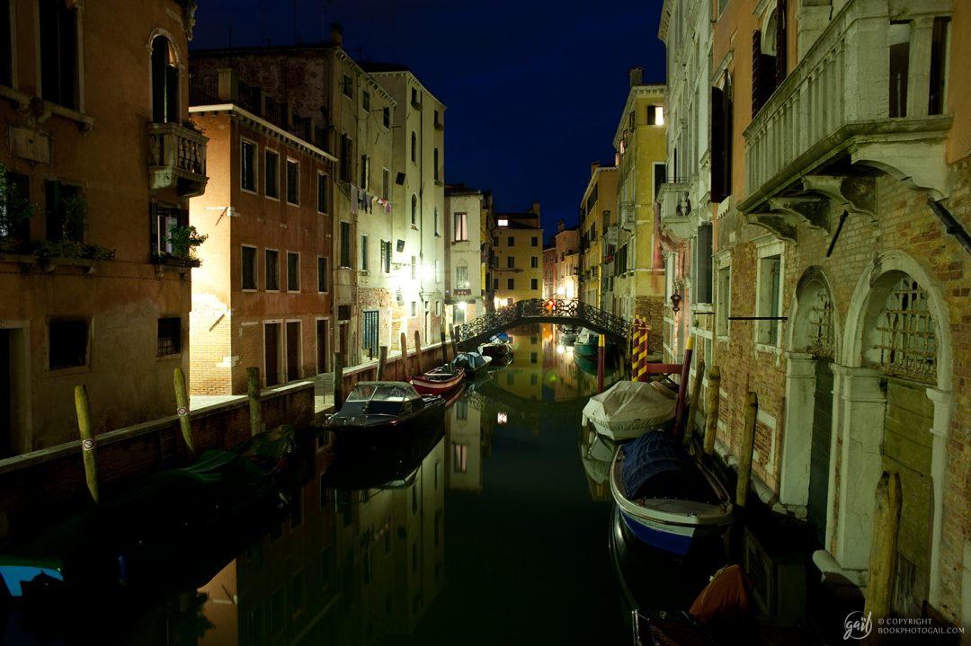 Canaux de Venise de nuit