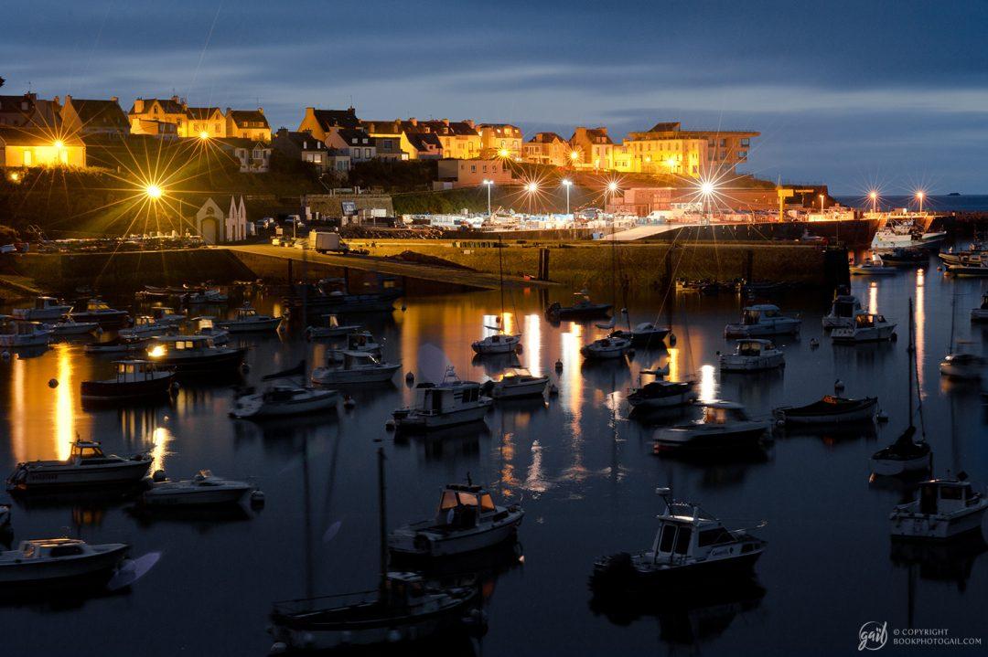 Le petit port du Conquet à la nuit tombée