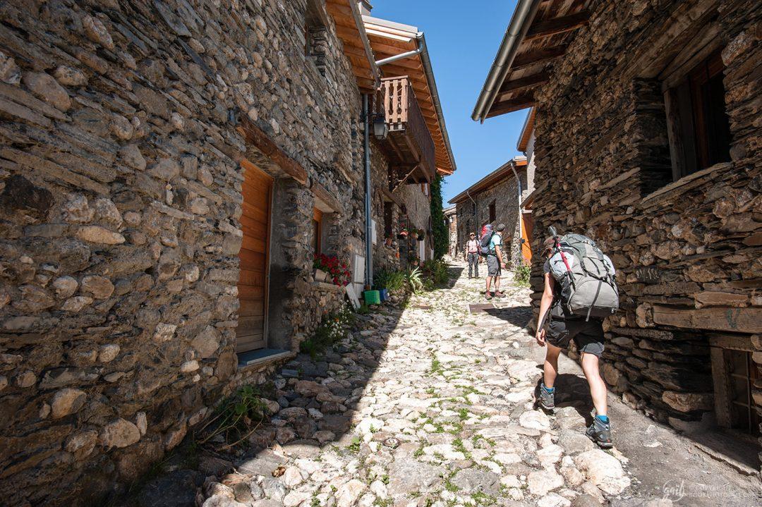 Arrivée au joli village de Besse-en-OIsans