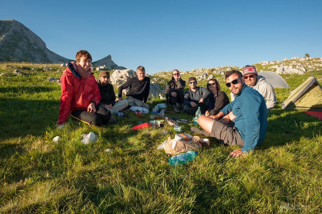 Bivouac entre amis près de la Cabane des Aiguillettes