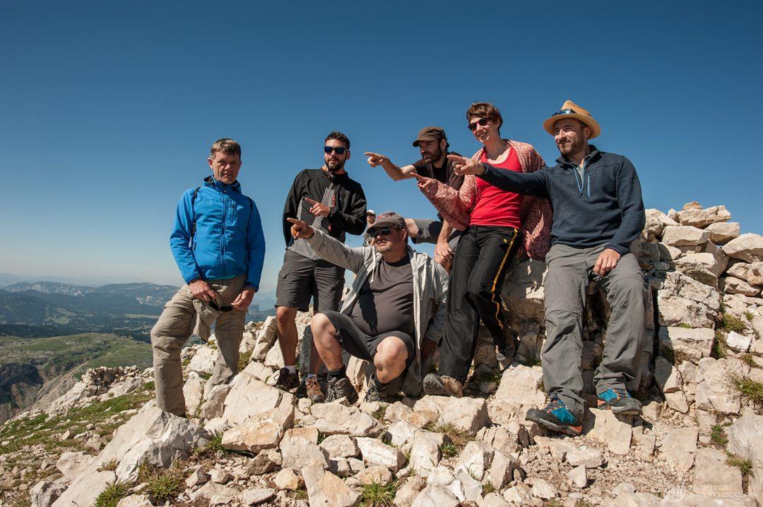 L'équipe de randonneurs au sommet du Grand Veymont, point culminant du Vercors