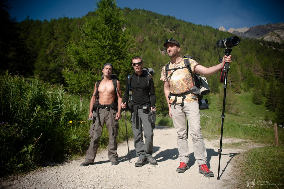 L'équipe de randonneurs Xavier, Ben et Alex au départ de la randonnée aux granges de la vallée étroite