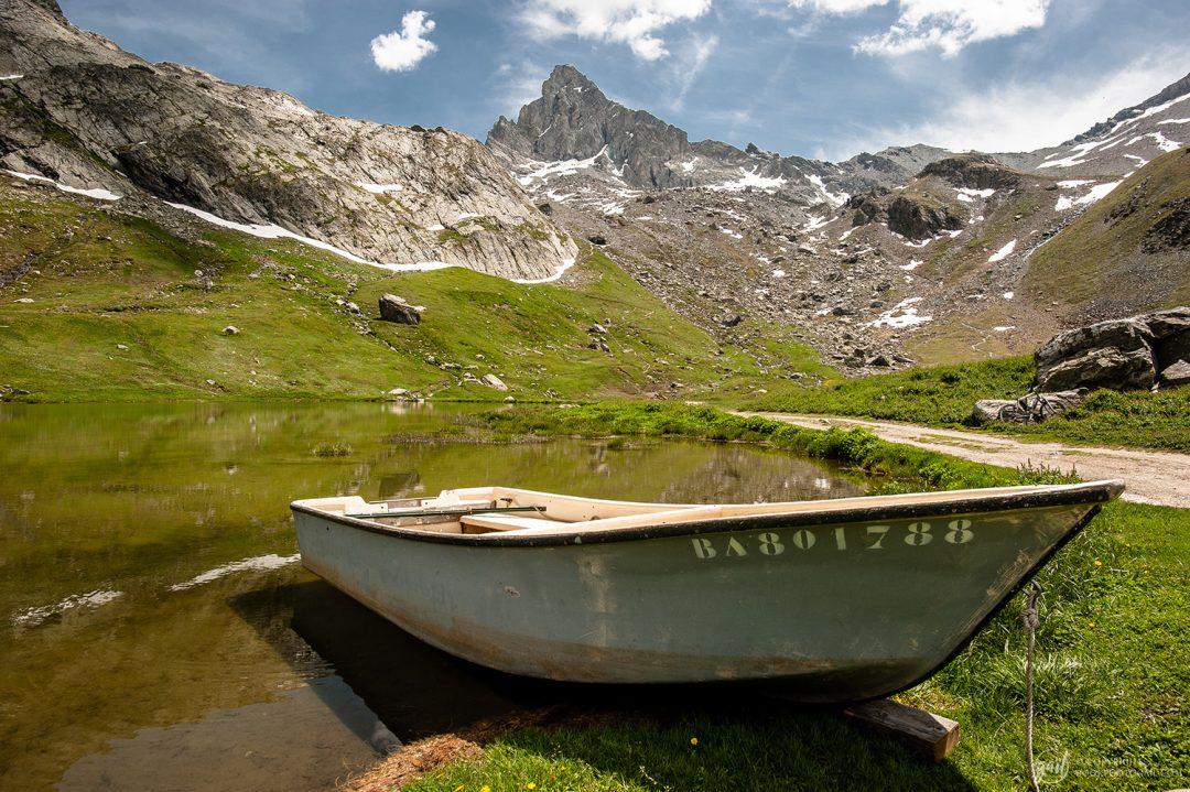 Le lac de la Blanche et la Tête des Toillies dans le Queyras