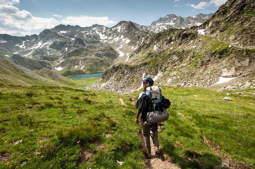 Randonnée vers le Col de Longet en Ubaye, Lac Bleu en contrebas