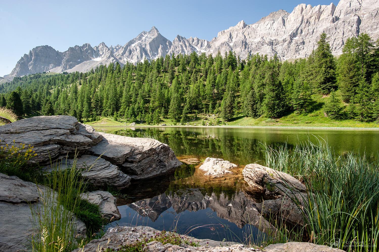 Le lac des Prés Soubeyrand (lac miroir) au pied des Pics de la Font Sancte