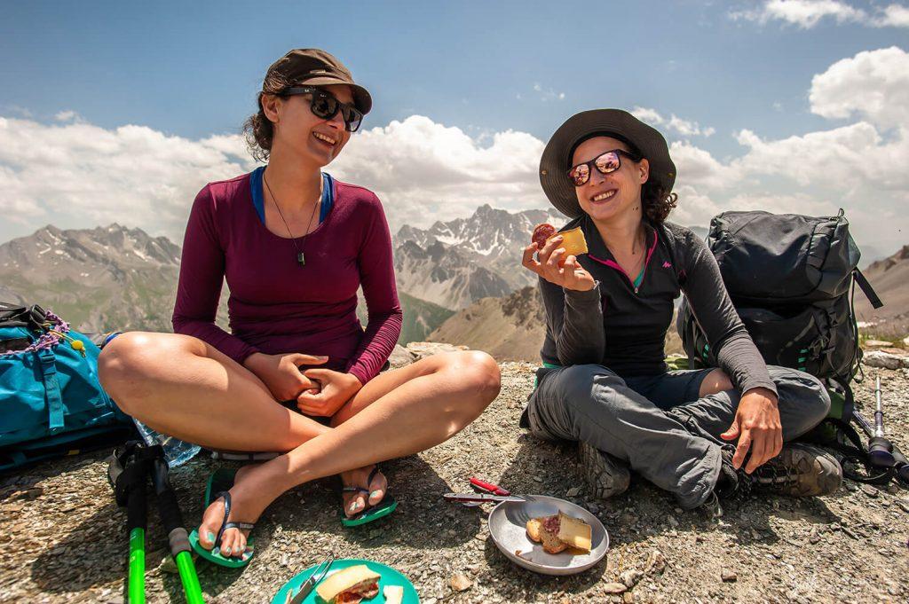 Pause déjeuner au col Girardin qui marque la frontière entre le parc du Queyras et la vallée de l'Ubaye