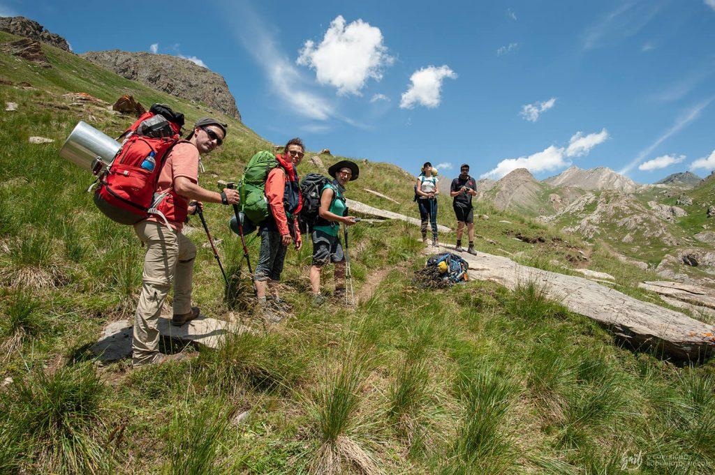 L'équipe de randonneurs en marche vers les sources de l'Ubaye