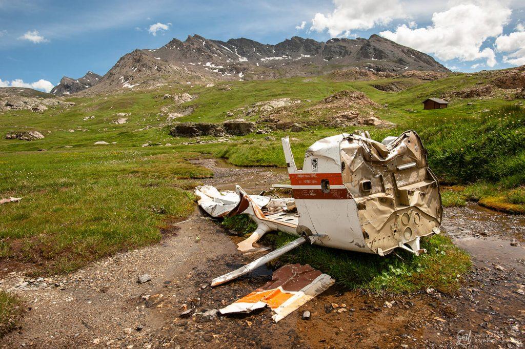 Carcasse d'un crash d'avion dans dans les alpages de la haute vallée de l'Ubaye