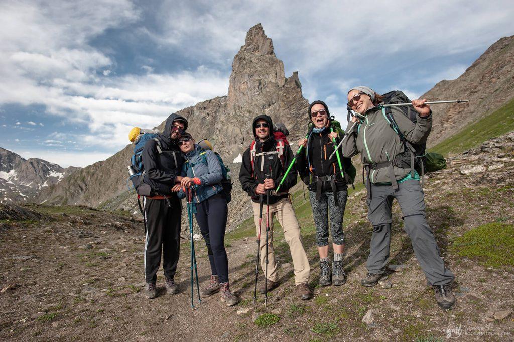 Notre team rando au pied de la Tête des Toillies sur le chemin du retour vers le parc du Queyras