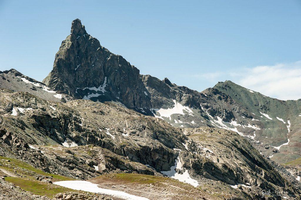 Vue panoramique sur la Tête des Toillies, montagne marquant la frontière orientale du parc du Queyras