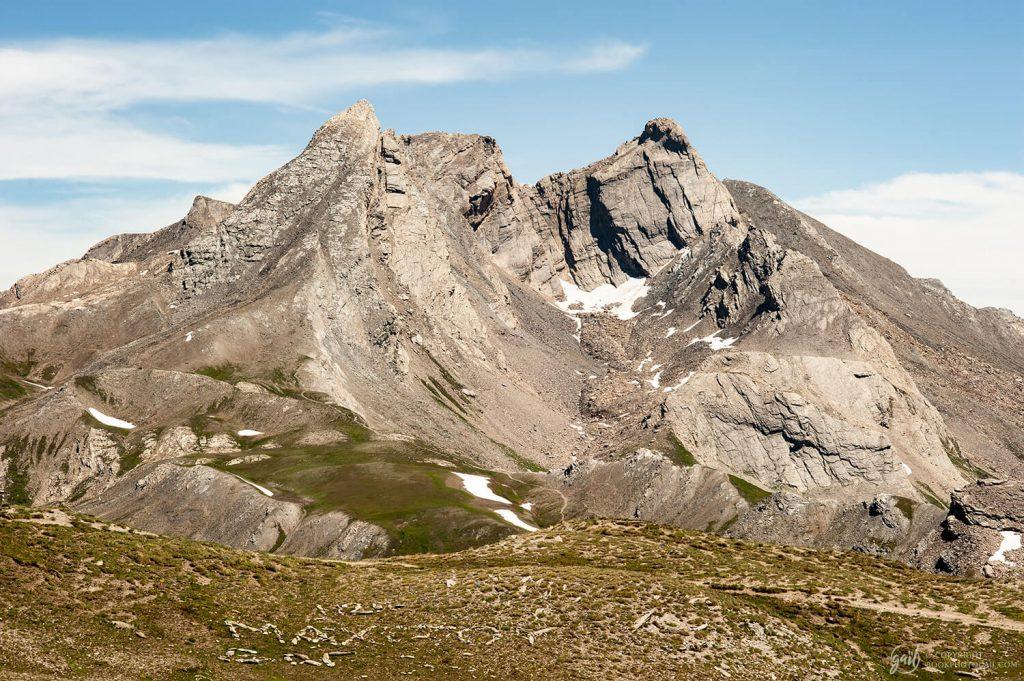 Vue du Pain de Sucre et du col Agnel depuis le col de Chamoussière